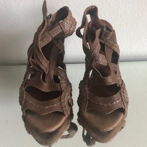 Leather nude strappy Boutique 9 heels, sandals